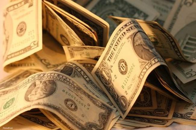 S&P hạ triển vọng tín dụng của Mỹ, giá vàng lên gần 1.500USD/ounce