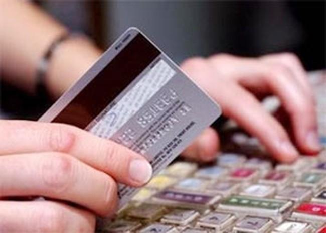 Lãi vay qua thẻ tín dụng vượt 24%