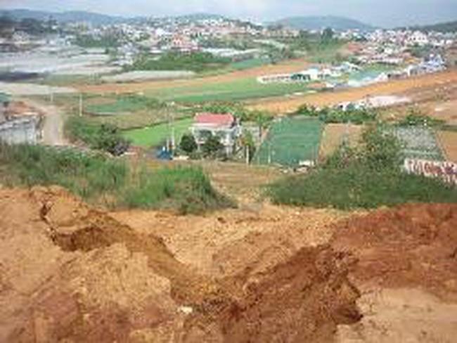 Dân khổ vì công trình bạc tỷ đẩy bùn đất vào nhà