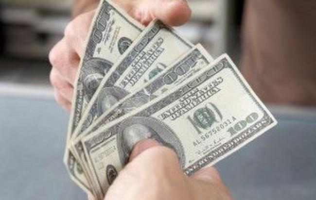 """Đồng USD """"trượt"""" xuống mức thấp nhất trong 15 tháng"""