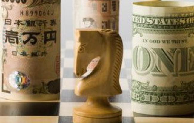 """Nhà đầu tư thế giới """"điên cuồng"""" bán USD"""