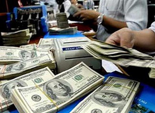 Cung đột biến, giá bán ra USD giảm từ 70 - 90 đồng so với đầu giờ sáng