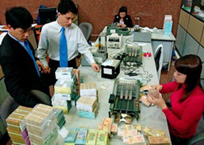 Lạm phát cao, ngân hàng khó huy động tiền gửi