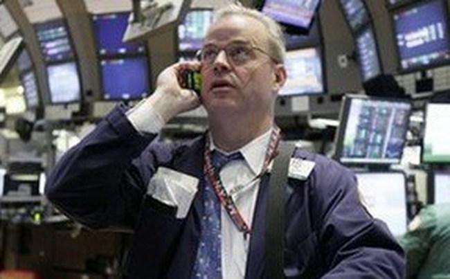 Dow Jones hạ xuống dưới 12.500 điểm