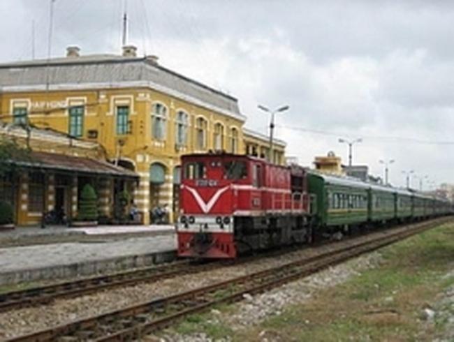 Tăng phụ thu vận tải hàng đường sắt lên 15%