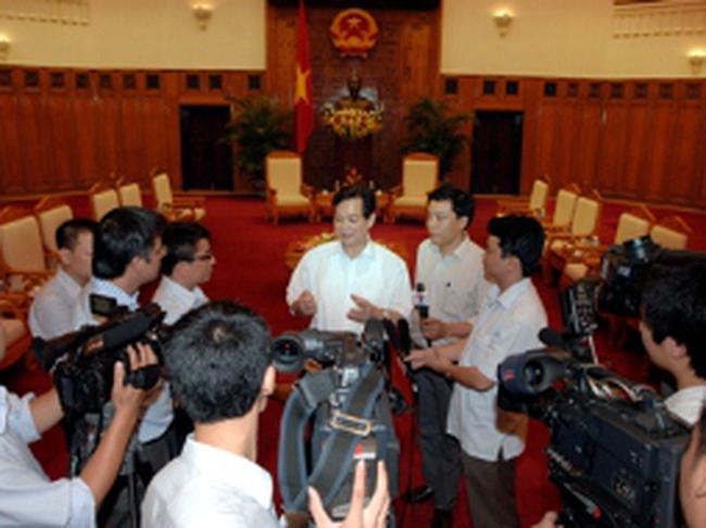 Thủ tướng Nguyễn Tấn Dũng: Tiếp tục thực hiện chính sách tiền tệ chặt chẽ 6 tháng cuối năm