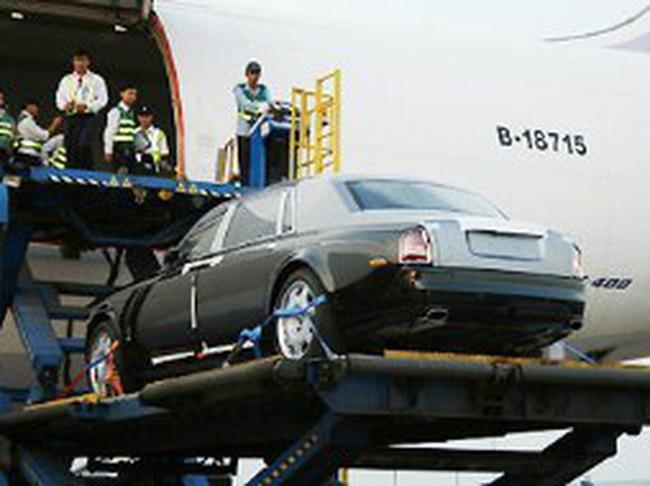 Kiểm tra ôtô, điện thoại di động nhập khẩu qua đường hàng không