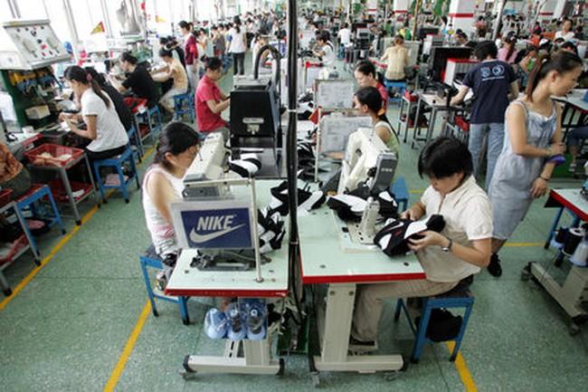 Việt Nam trở thành nước sản xuất giầy thể thao Nike lớn nhất thế giới