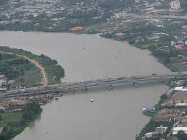 Xây cầu đi bộ qua sông Sài Gòn