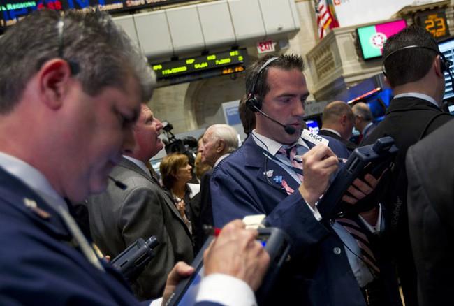 Dow Jones mất điểm khi Bồ Đào Nha bị hạ xếp hạng tín dụng