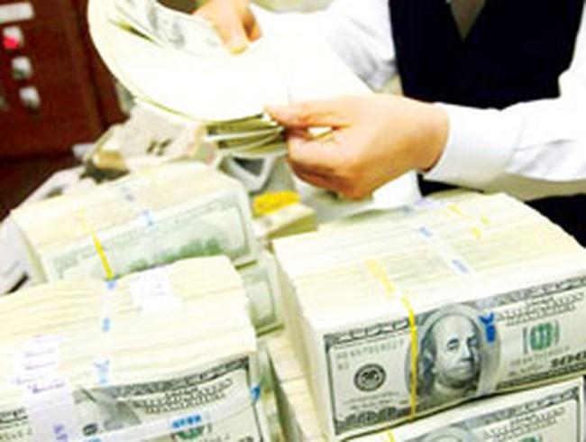 Ngân hàng khuyến khích DN chuyển nợ vay từ USD sang VND