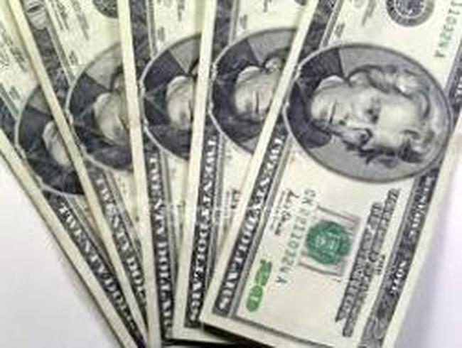 Ngân hàng lại lách trần lãi suất tiền gửi USD