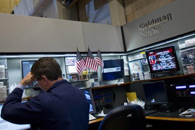 Dow Jones sụt mạnh hơn 150 điểm