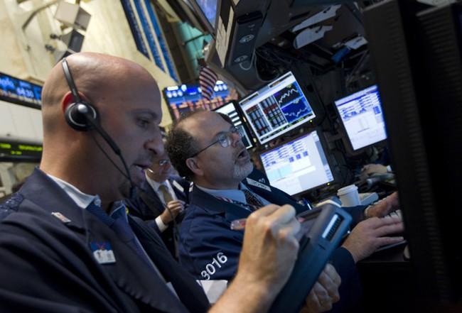 """Dow Jones """"mất đà"""" cuối phiên"""