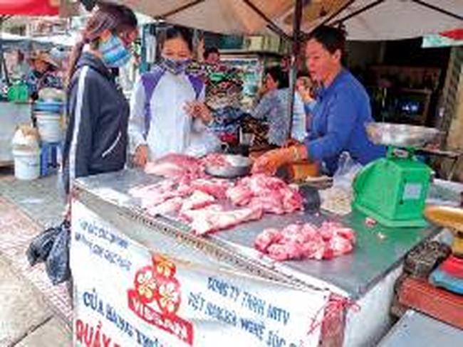 Lượng thịt heo, gà nhập tăng mạnh