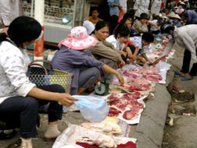 Chợ thịt ôi, cá ươn giá rẻ
