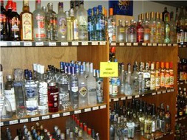 Bộ Tài chính đề xuất biện pháp 'siết' rượu ngoại