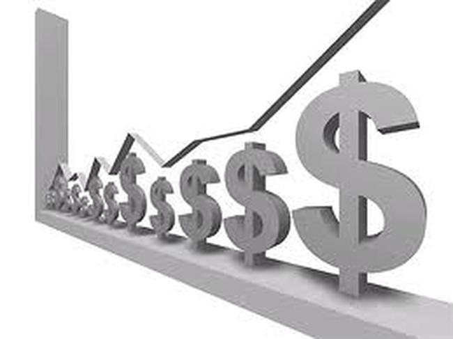 Lãi suất ngân hàng vượt trần tràn lan