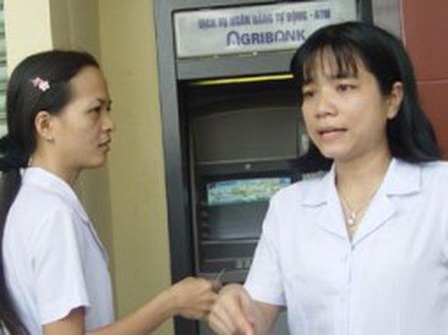 """TPHCM: ATM của Agribank bị """"liệt"""" cục bộ"""