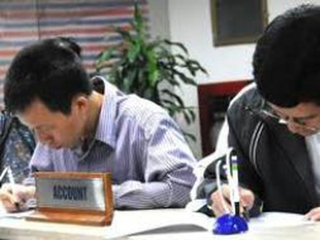 UBCK sẽ hướng dẫn việc mở nhiều tài khoản và giao dịch cùng phiên đối với NĐT