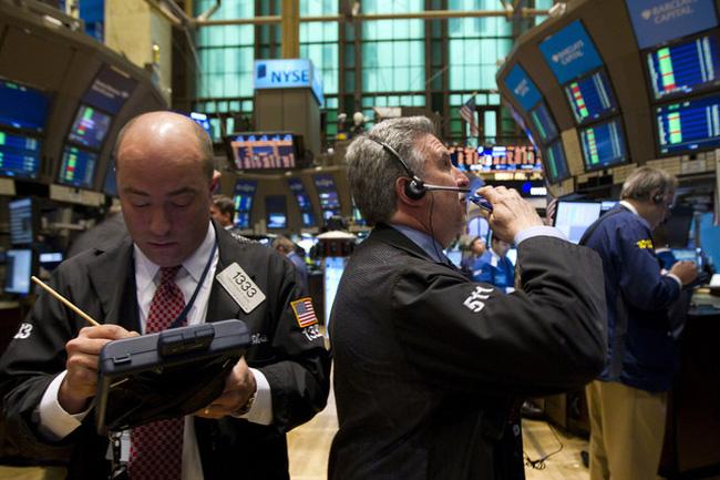 Goldman Sachs hạ dự báo tăng trưởng kinh tế Mỹ, Dow Jones mất điểm