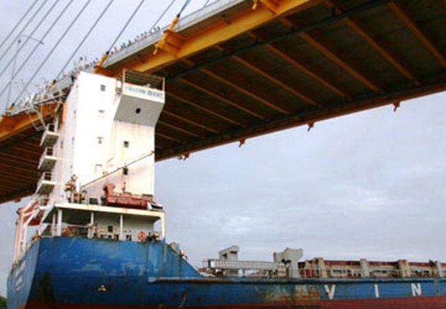 Tháng 11-2011, bắt đầu sửa chữa cầu Bính