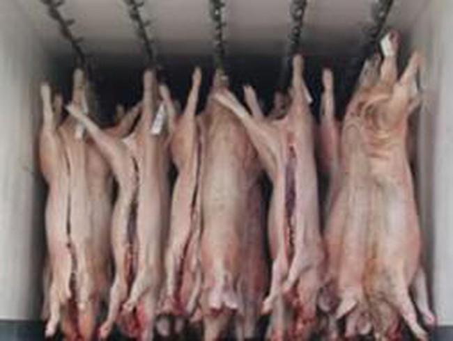 Kiểm soát thịt lợn nhập lậu