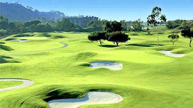 Sân golf mọc như nấm: Lợi ích riêng phá rào quy hoạch