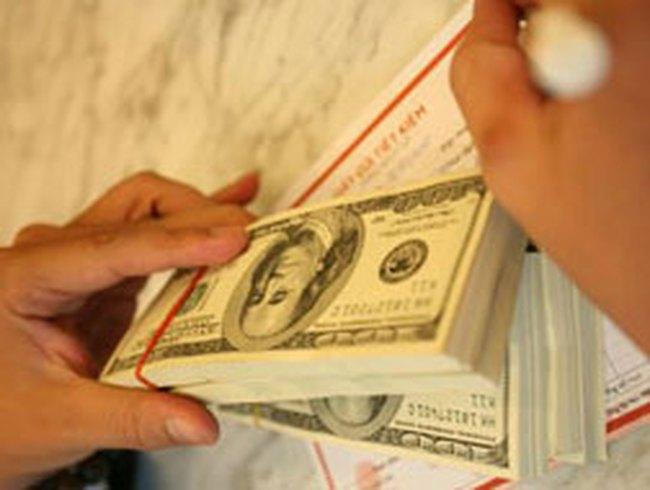 Khan hiếm USD cuối năm: Nỗi lo lớn dần