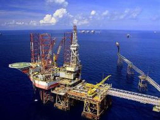 PVN đón nhận dòng dầu đầu tiên tại mỏ ở Nga