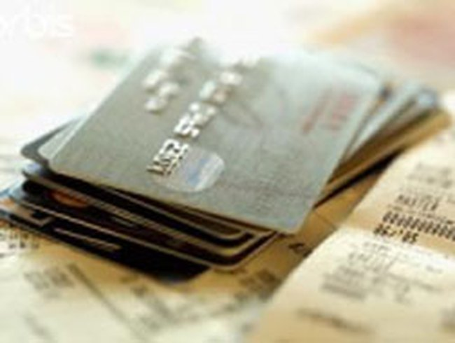 Siết chặt vay tiêu dùng: Chuyển sang dùng thẻ tín dụng