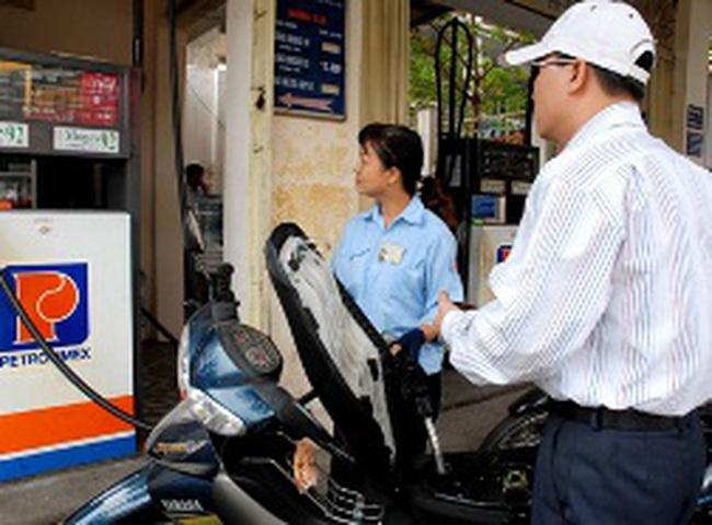 Tiêu thụ xăng dầu tháng 7 giảm mạnh