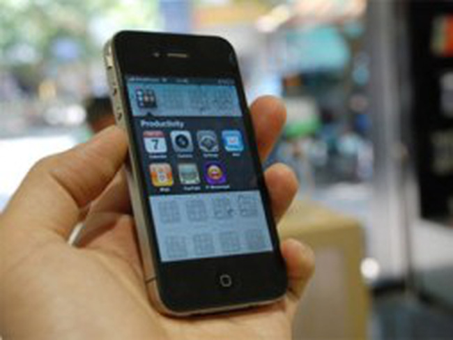 Điện thoại nhập khẩu về làm mẫu bị ách tại cảng hải quan