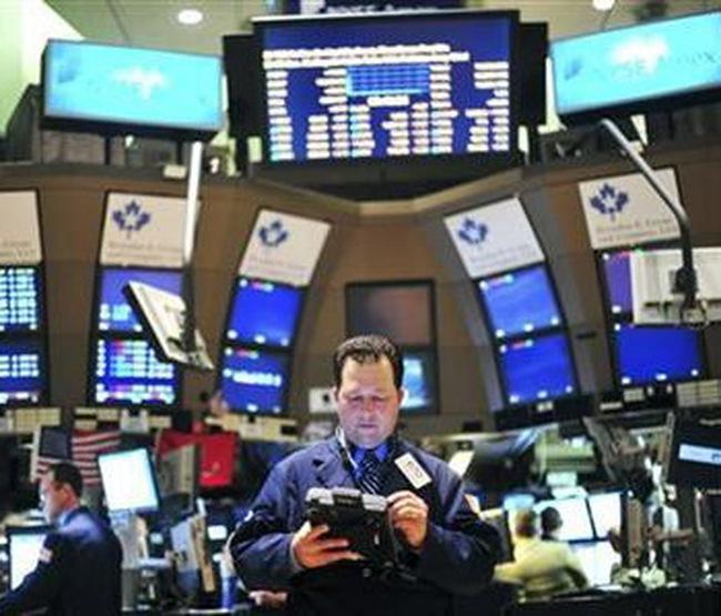 Dow Jones hạ gần 270 điểm