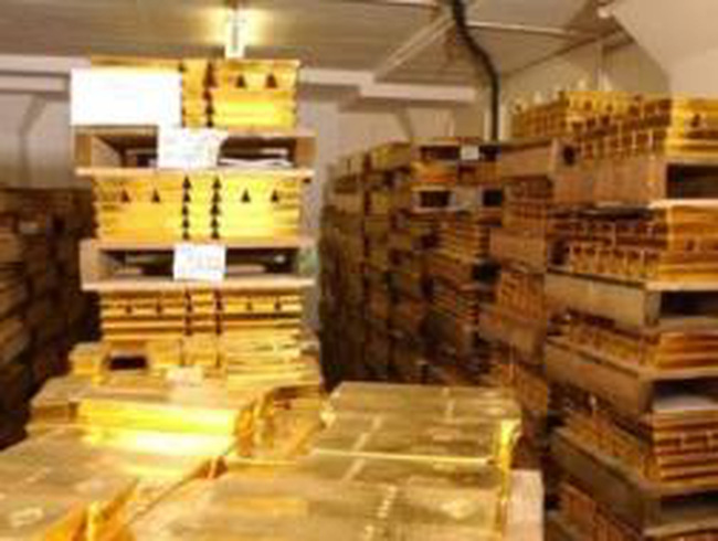 Các NHTƯ chi hơn 10 tỷ USD để mua 180 tấn vàng dự trữ