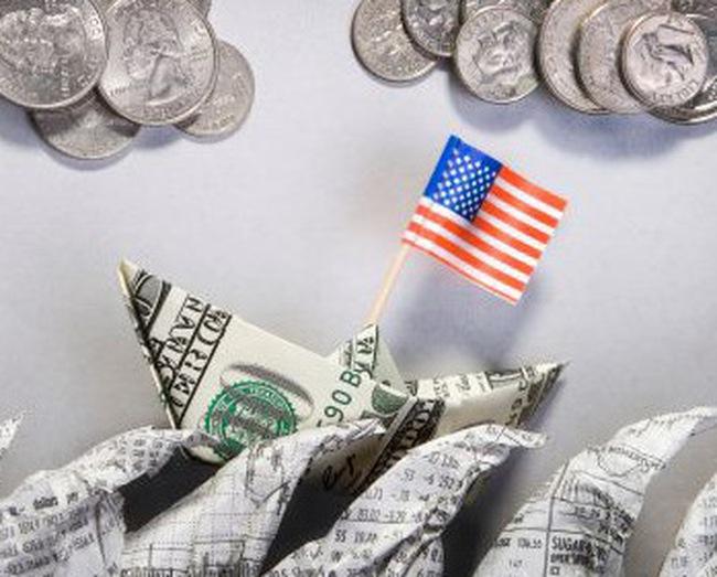 """Trung Quốc cần tự giải cứu khỏi """"bẫy"""" đồng USD"""