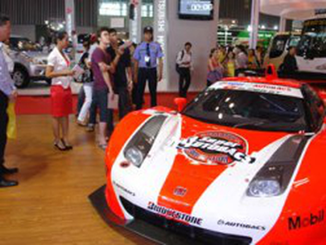 Giá xe ô tô nhập tăng trên 10%