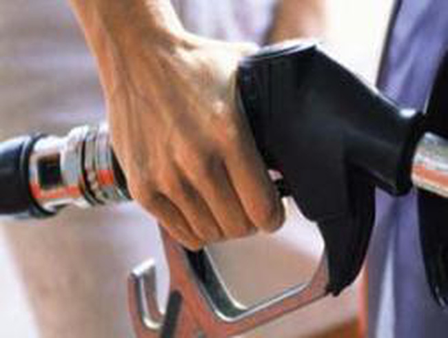 Bộ Tài chính hứa hẹn giá xăng 'có lợi nhất' cho người mua