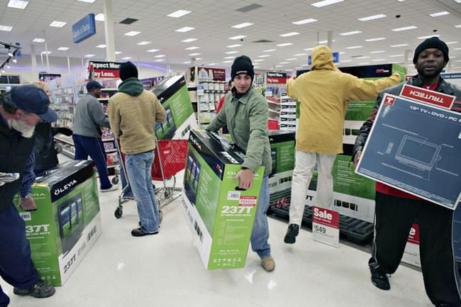 Doanh số bán lẻ tại Mỹ tăng mạnh nhất trong 4 tháng