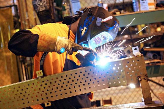 Sản xuất Mỹ bất ngờ tăng trưởng