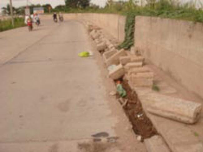 Đường đê Long Biên - Bát Tràng: Chưa bàn giao đã xuống cấp