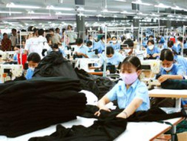 Quần áo, giày Việt thiếu an toàn do phụ liệu