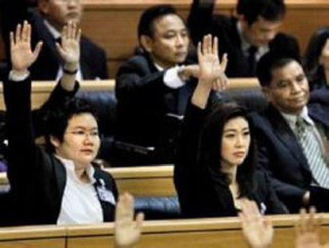 Chính trường Thái Lan: Sóng bắt đầu nổi?