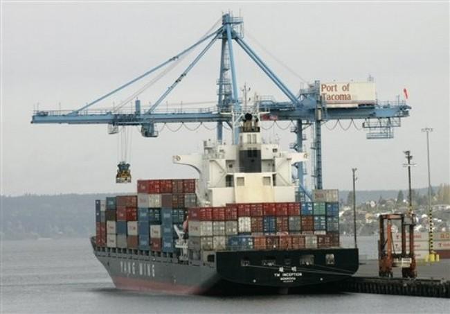 Hãng tàu biển 'ăn dày' phí vận chuyển hàng