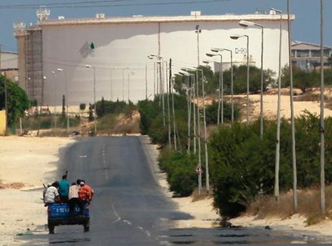 Cuộc chiến quyết liệt giành nguồn dầu tại Libya bắt đầu