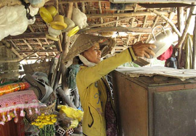 Phú Yên: Sống cạnh chuồng heo chờ tái định cư