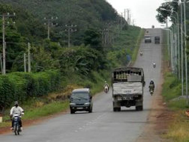 Không tính tiền làm đường chở bauxite: Lỗi TKV!
