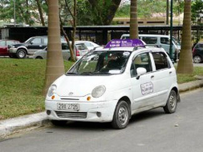 Xăng giảm giá 1.500 đồng, taxi mới hạ cước