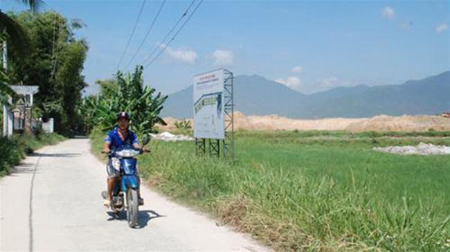 Đà Nẵng: Đổ đất vây làng