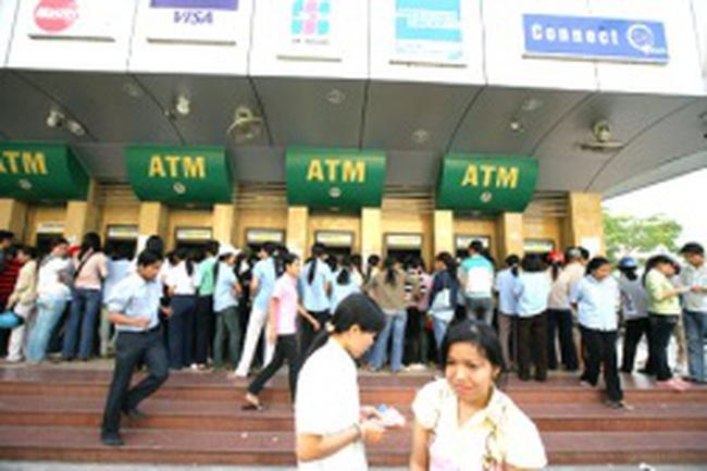 """Các Ngân hàng chuẩn bị như thế nào để máy ATM không bị """"cháy"""" tiền trong dịp nghỉ tết"""